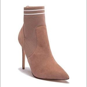 STEVE MADDEN | Emilia Suede Pointed Toe Ankle Boot